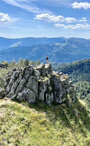Photo d'Amandine au sommet d'une montagne