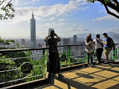 La mégalopole Taipei vue du sommet d'un gratte-ciel