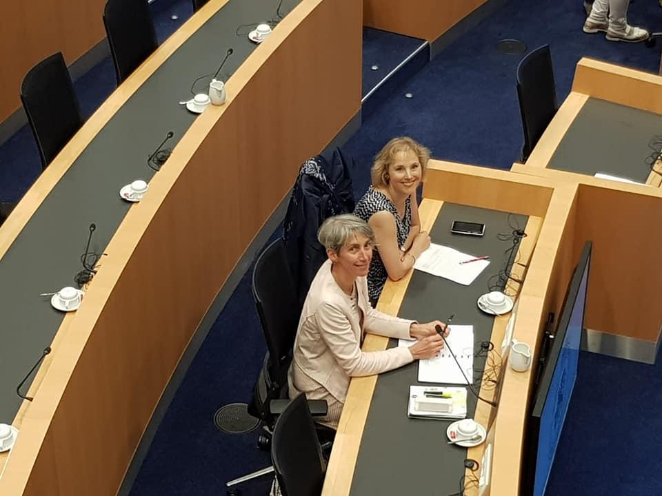 Jacinthe Dancot et Cécile Dury au Parlement