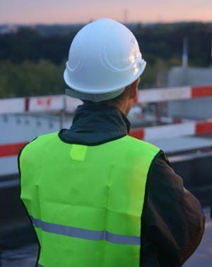 Photo d'un responsable Sécurité industrielle sur un chantier